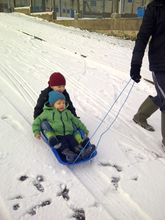 Sledging together
